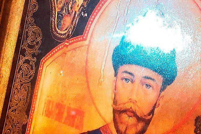 Мироточение иконы Николая II